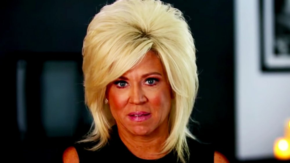 Where does the Long Island Medium live and how big is her house